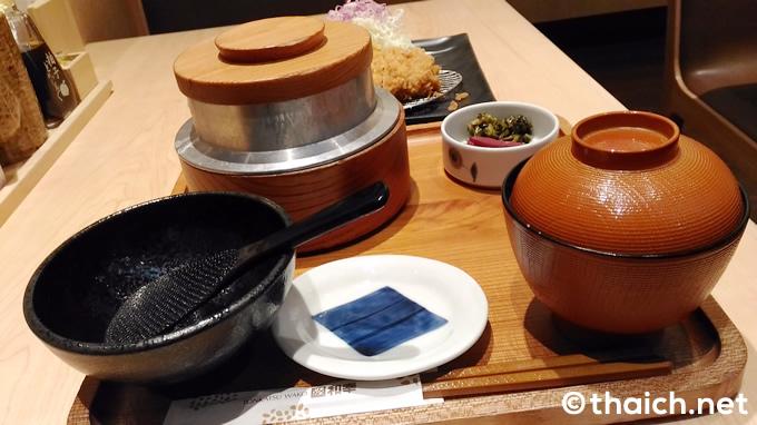 「ロースかつ御飯」(税抜き320バーツ)