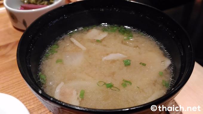 「ロースかつ御飯」(税抜き320バーツ)の豚汁