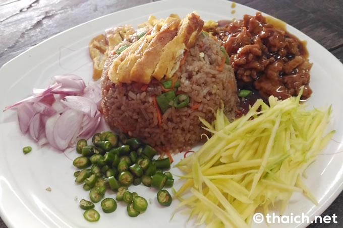 エビ味噌の混ぜご飯「カオクルガピ」