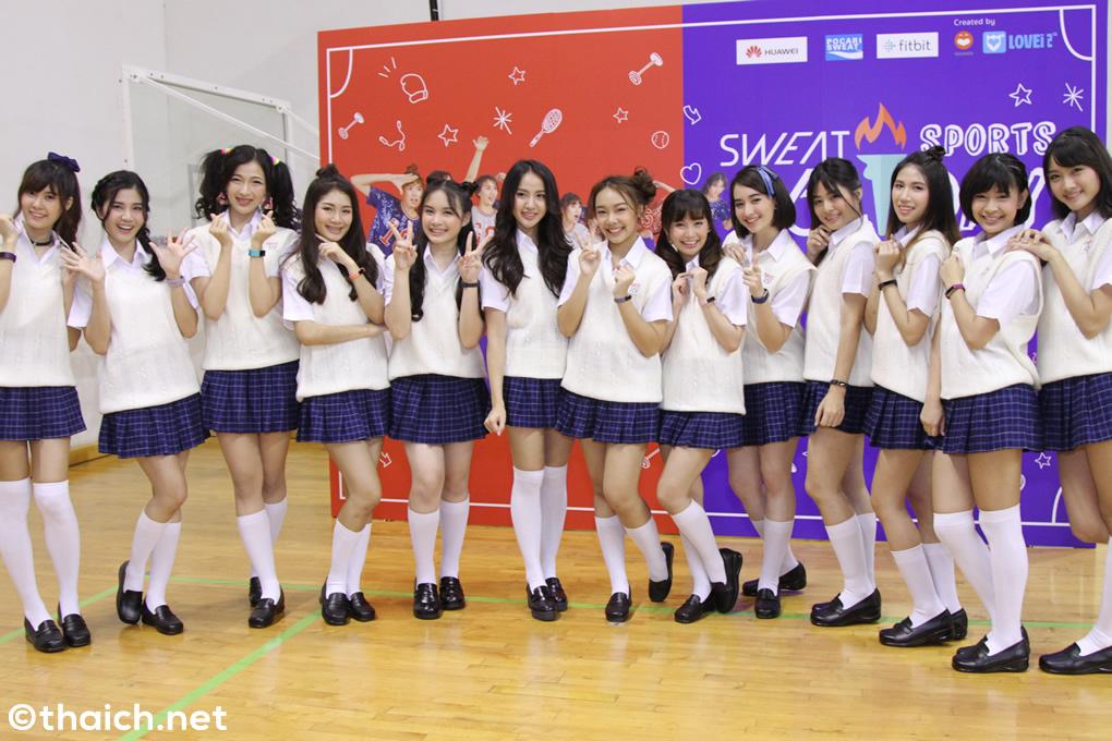 よしもとタイのアイドルグループ「SWEAT16!」がデビュー!運動会にファンが大集合!