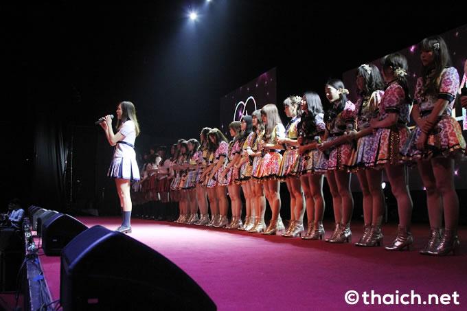BNK48握手会にファン3000人!「恋するフォーチュンクッキー」MV初公開&劇場オープンも発表