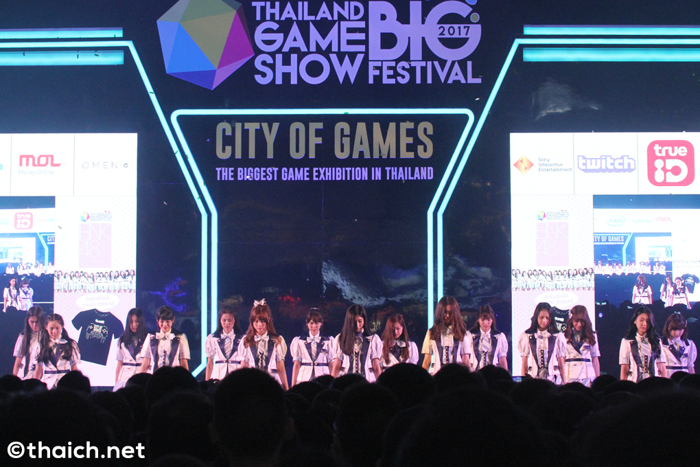 BNK48が「THAILAND GAME SHOW BIG FESTIVAL 2017」のステージに登場