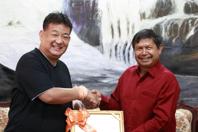 左:フォーサイト代表山田浩司氏 右:サラワン県副知事