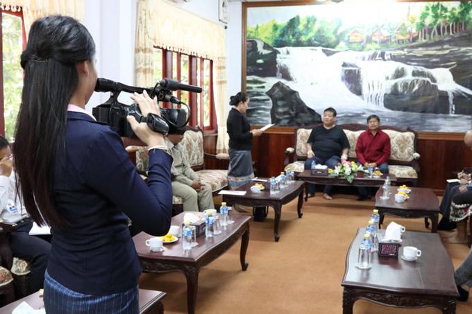 現地サラワンTVが取材、ラオス国営放送でも会談の様子が放送