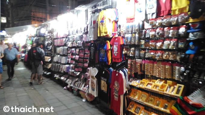バンコク・ナナ地区で大人の玩具、精力剤、VAPEの違法販売を摘発