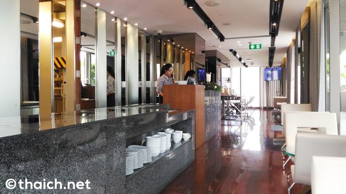 スラウォン通り「アマラ バンコク ホテル」のクラブラウンジは朝も昼も夜も快適!