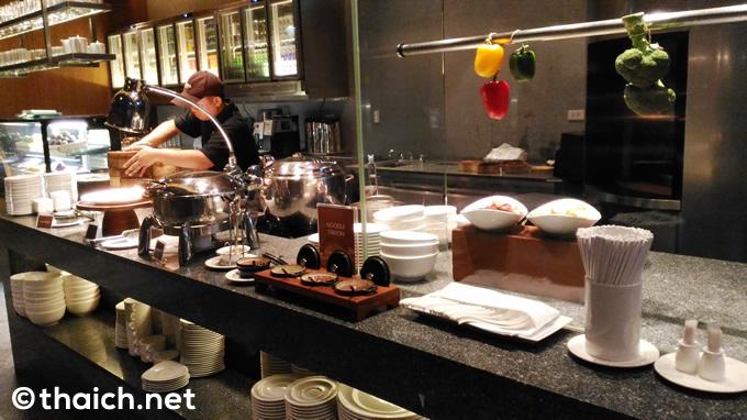 「アマラ バンコク ホテル」の朝食ビュッフェで早朝からお腹いっぱい