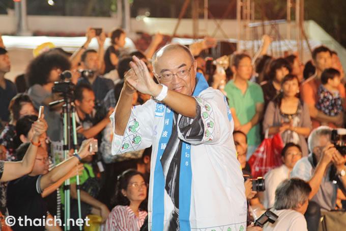 阿波踊りを踊る佐渡島志郎日本大使