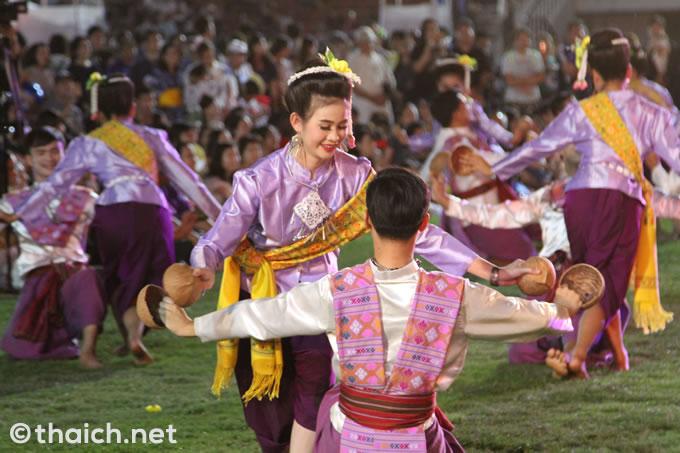 タイ東北部イサーンの伝統舞踊