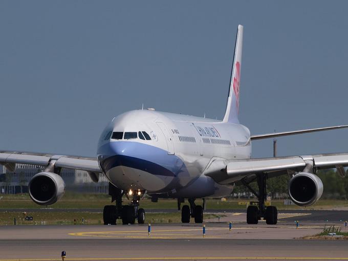バンコク行きの中華航空で泥酔日本人3名が大騒ぎと喫煙、台湾に引き返す