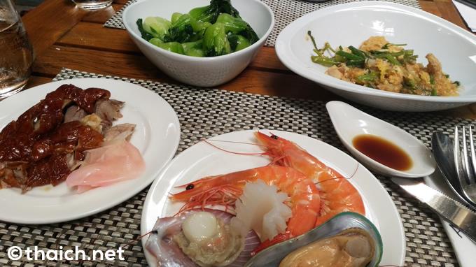 スラウォン通り「エレメント」の2人で899バーツの食べ放題ランチが人気