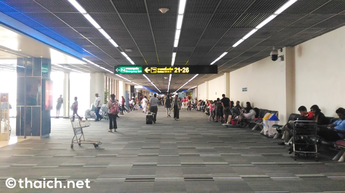 ドンムアン空港での飲料水ボトルの販売価格は通常の4倍!