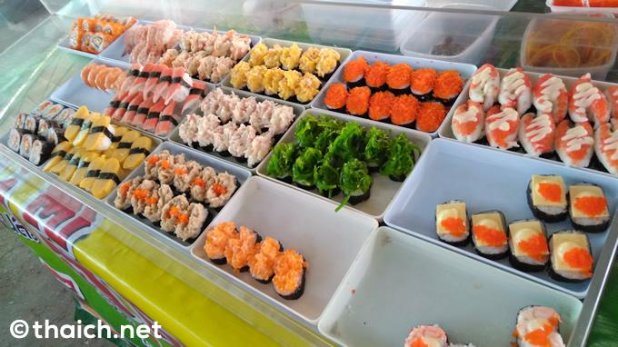 今やタイ名物?屋台の寿司を食べてみた!一個5バーツ(約15円)