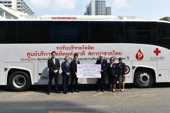 タイ国日本人会が過去最大となる800万バーツ相当の献血車をタイ赤十字社へ納車