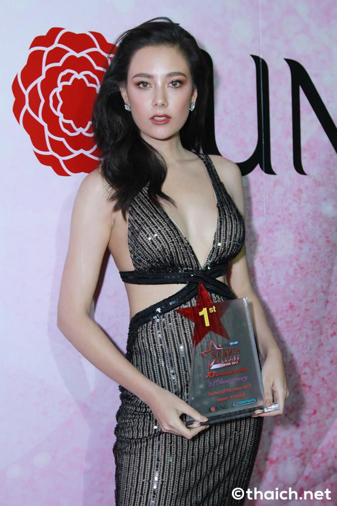 タイで最もセクシーな女性芸能人1位はセンミー・カウウェル[Star's Light Awards 2017]