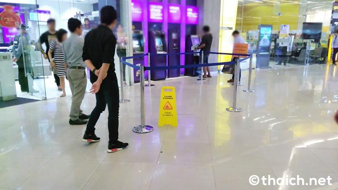 バンコクの某ショッピングセンターで床が隆起!崩壊しないよね?