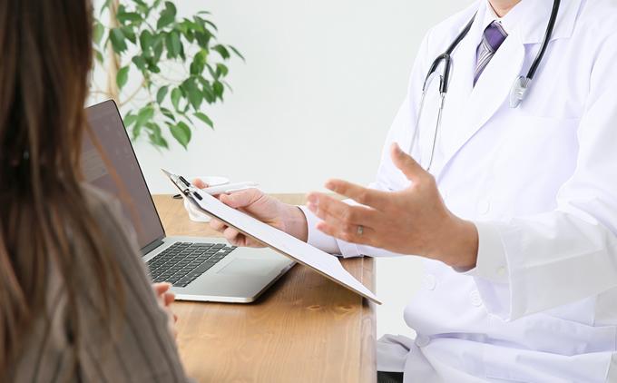日本で医療費未払いの外国人は入国拒否に、自民党提言