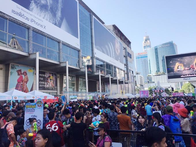 水掛け祭り激戦区へ -2018 Songkhran Festival-