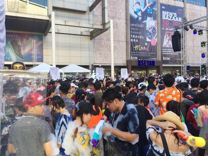 タイ正月ソンクラーンの泡パーティーが禁止
