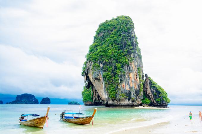 ゴールデンウィーク真っ只中、タイ・クラビーでは強風と高波で遊泳に注意