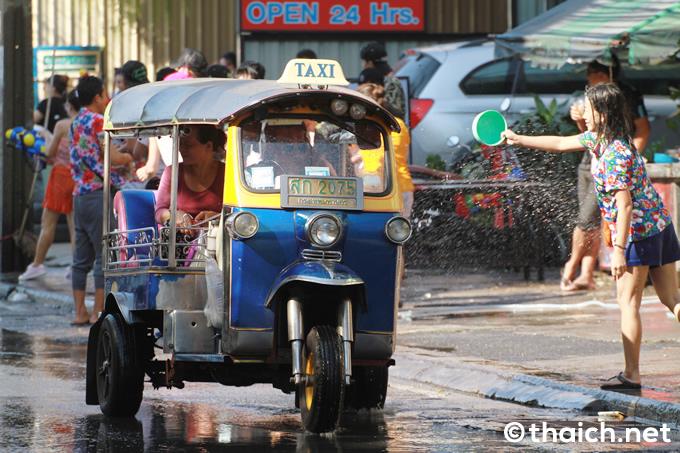 タイは「ソンクラーン」がスタート!2018年の水かけ祭りの様子を写真で見る