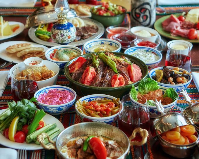 世界三大料理の1つ「トルコ料理」をカラフルに盛り付けて