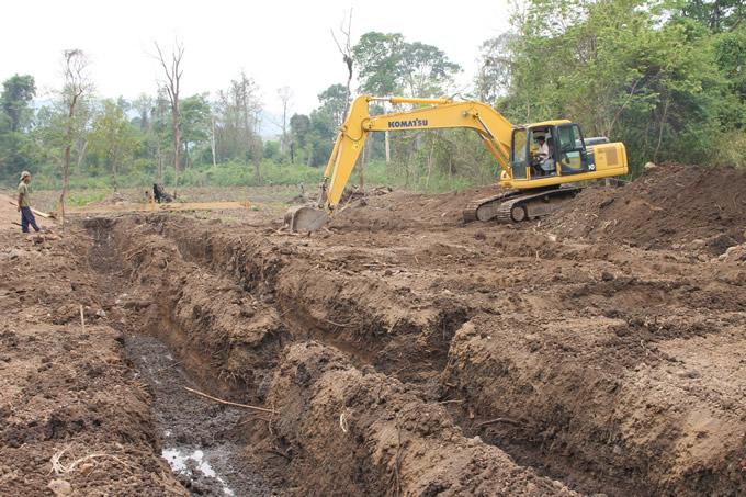建設状況 左:カムトン中学校、右:ナボーン中学校