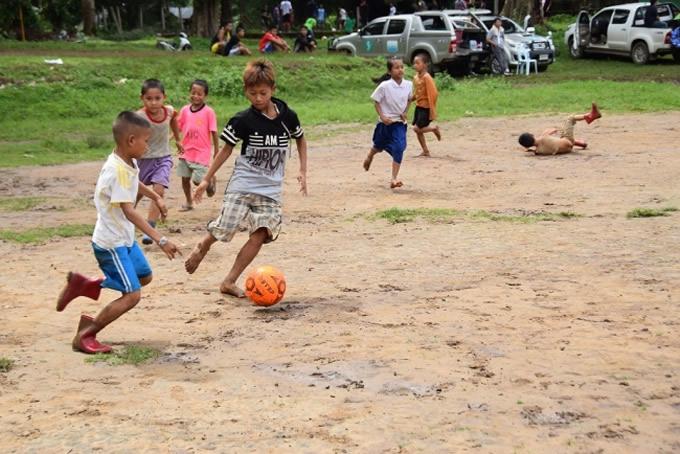 2017年サッカーイベントでの子どもたちの親善試合(ウンピアム難民キャンプ)