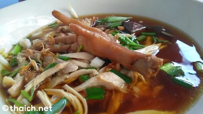 タイ料理の食べ方~ズルズル麺をすすらない+器に口を付けない
