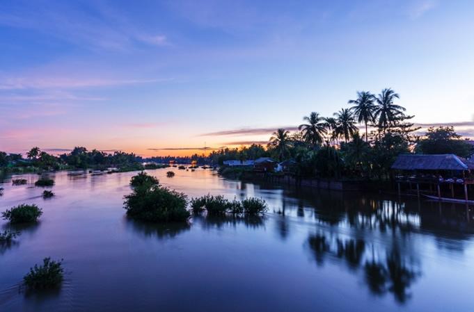ラオス南部チャンパサック県のシーパン・ドン。メコン川に大小さまざまな島が浮かんでいる。(c)mijastrzebski /iStockphoto