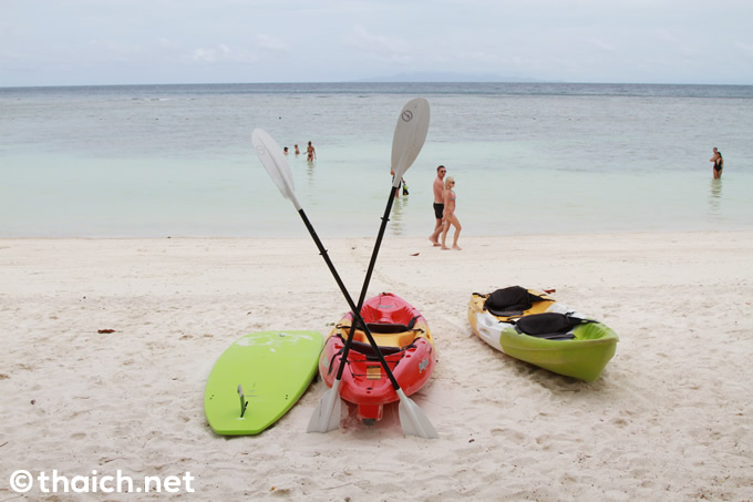白砂のビーチと芝生に囲まれたプール~タオ島「ハーティエン ビーチ リゾート」