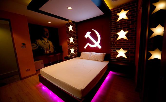 タイ中部ノンタブリ県のラブホテルのナチス部屋、ヒトラーのイメージを削除