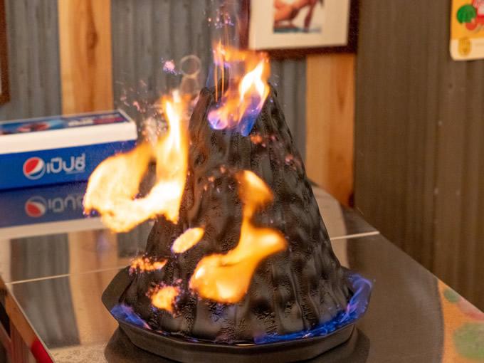 迫力満点のタイの「火山鍋」が日本初上陸!吹噴き出す炎の高さは驚愕の1メートル