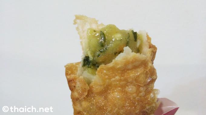タイのマクドナルドの「グリーンカレーパイ」は辛さ控えめで甘め