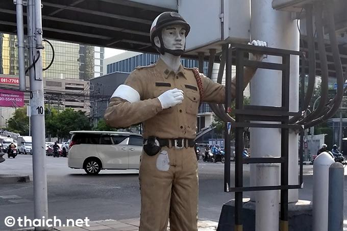 バンコク・トンロー署の警察官2人が言いがかりで恐喝!?