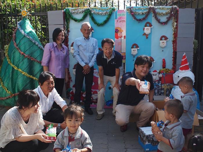 PJA(パタヤ日本人会) 、パタヤ孤児院へクリスマスプレゼント!