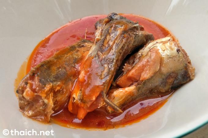 タイのサバ缶はトマト煮だらけ、シラチャソースのサバ缶も発見