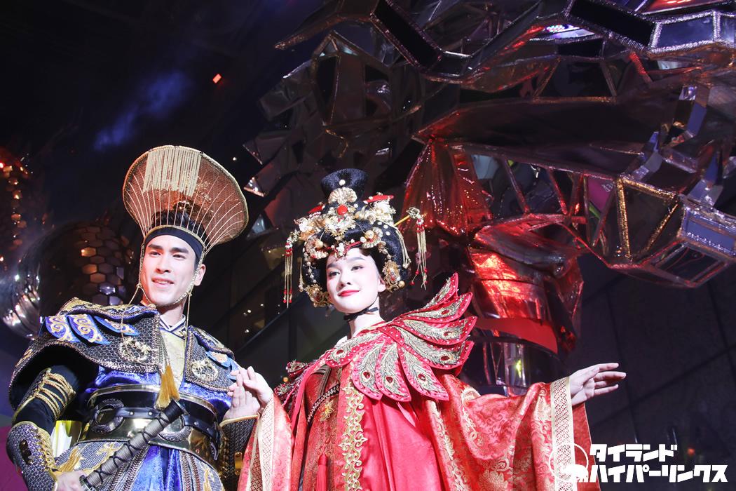 エムクオーティエに春節を祝う巨大龍が登場!ナデート・クギミヤらによる空中ショーも