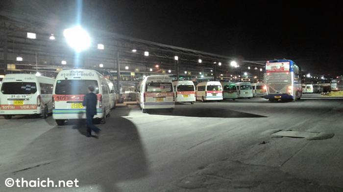 タイ新年のバス大移動、ソンクラーン期間中1日20万人がバンコクから地方へ