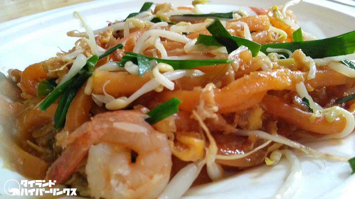 タイのコンビニグルメ、料理の鉄人の「パッタイ風焼きうどん」