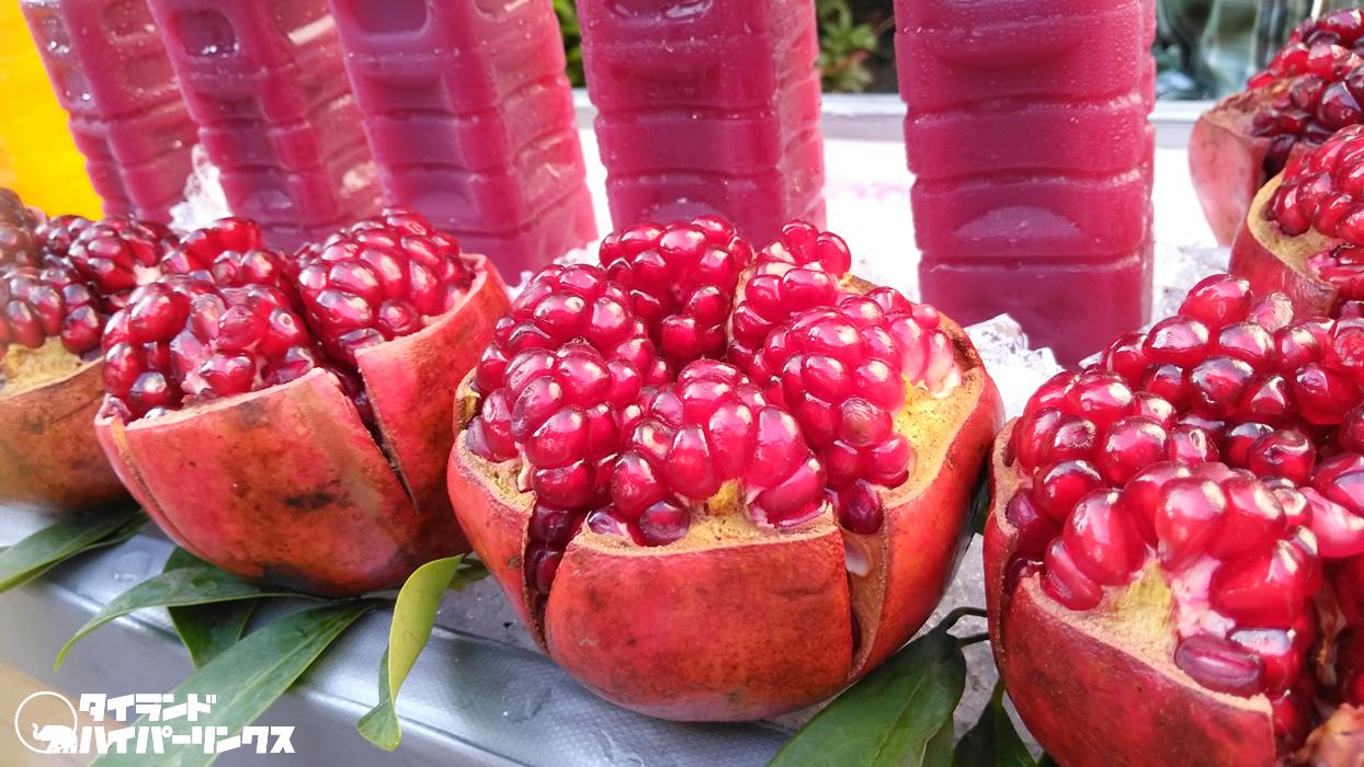 ルビーのように輝くザクロの生搾りジュース【バンコクの街角の風景】