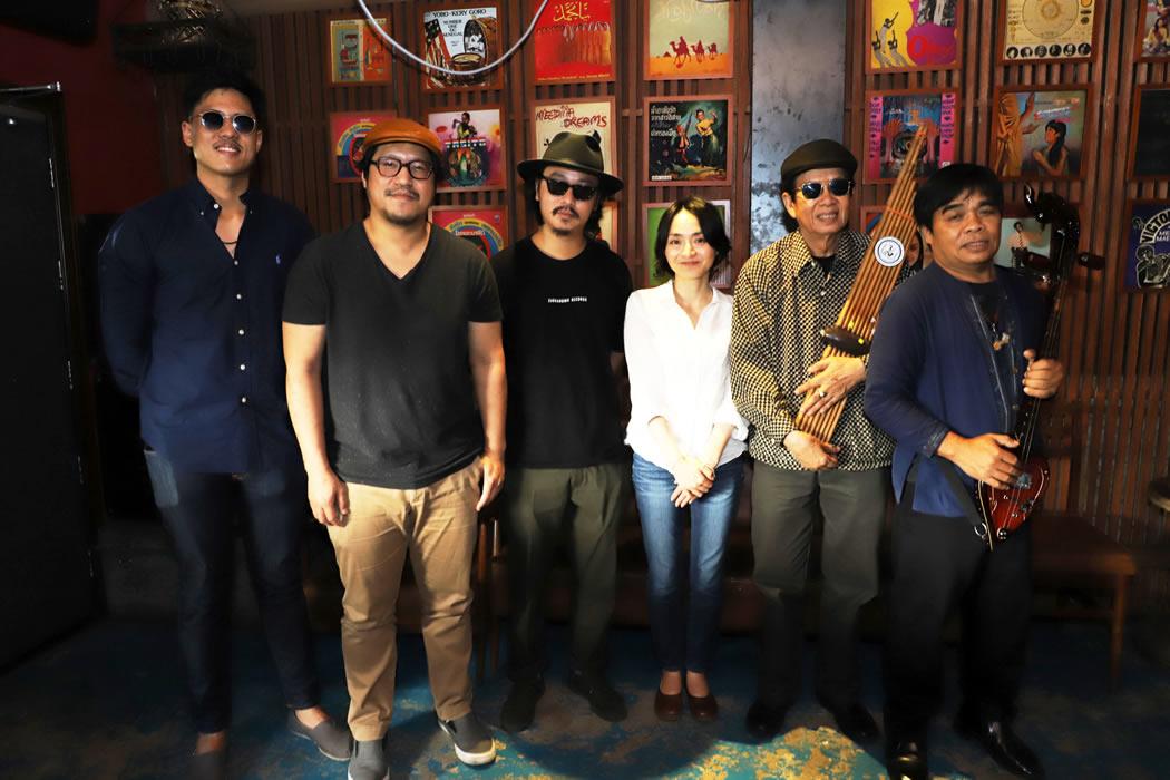 •バンコクにて。21世紀の今、民族的なモーラムサウンドにクラブジャズやソウル、ラテンのエッセンスを融合させ、モーラムを世界中に広めているバンド「パラダイス・バンコク」に会いにきました。