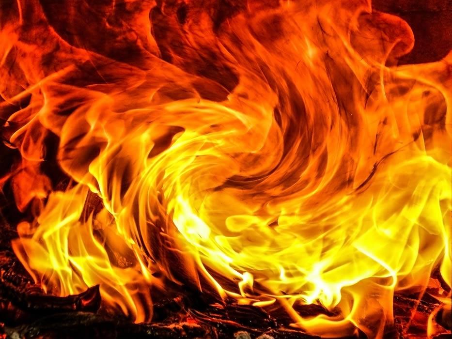 ガレージの高級車15台燃える、損害額は4000万バーツ以上