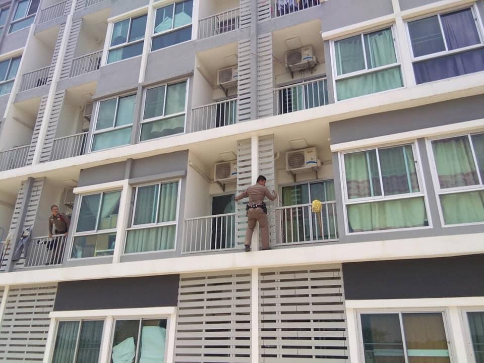 警察官が窓ガラスを破って女性を自殺から救う、タイ中部で