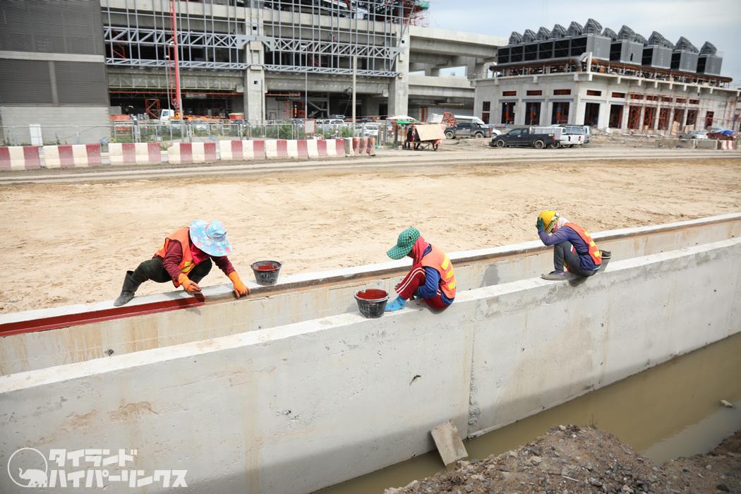 タイ国鉄バンスー駅、建設工事の様子を鉄道から見る