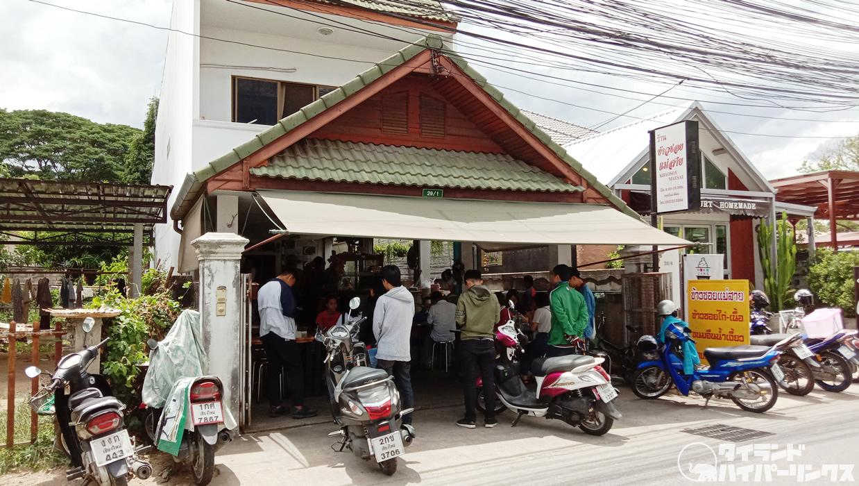 チェンマイ「カオソーイ・メーサイ」は行列の出来る北タイ麺食堂