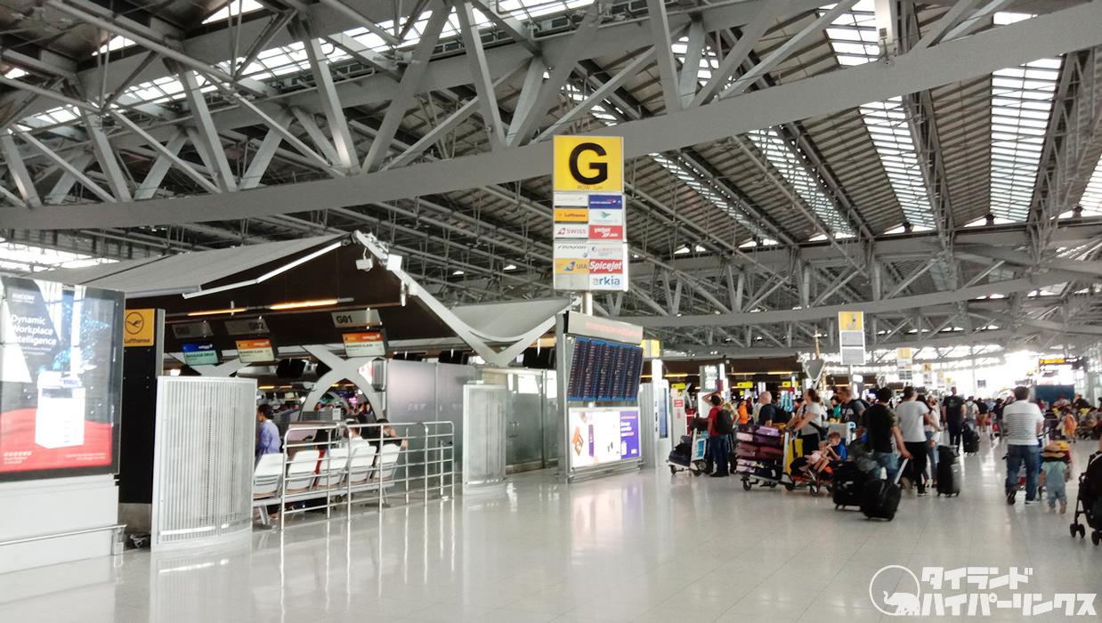 スワンナプーム空港で寝ていた日本人男性のバッグを盗難、タイ人男逮捕