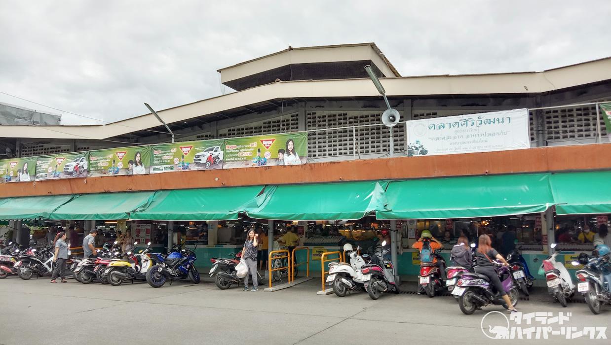 チェンマイ「タニン市場」で北タイ料理を眺める