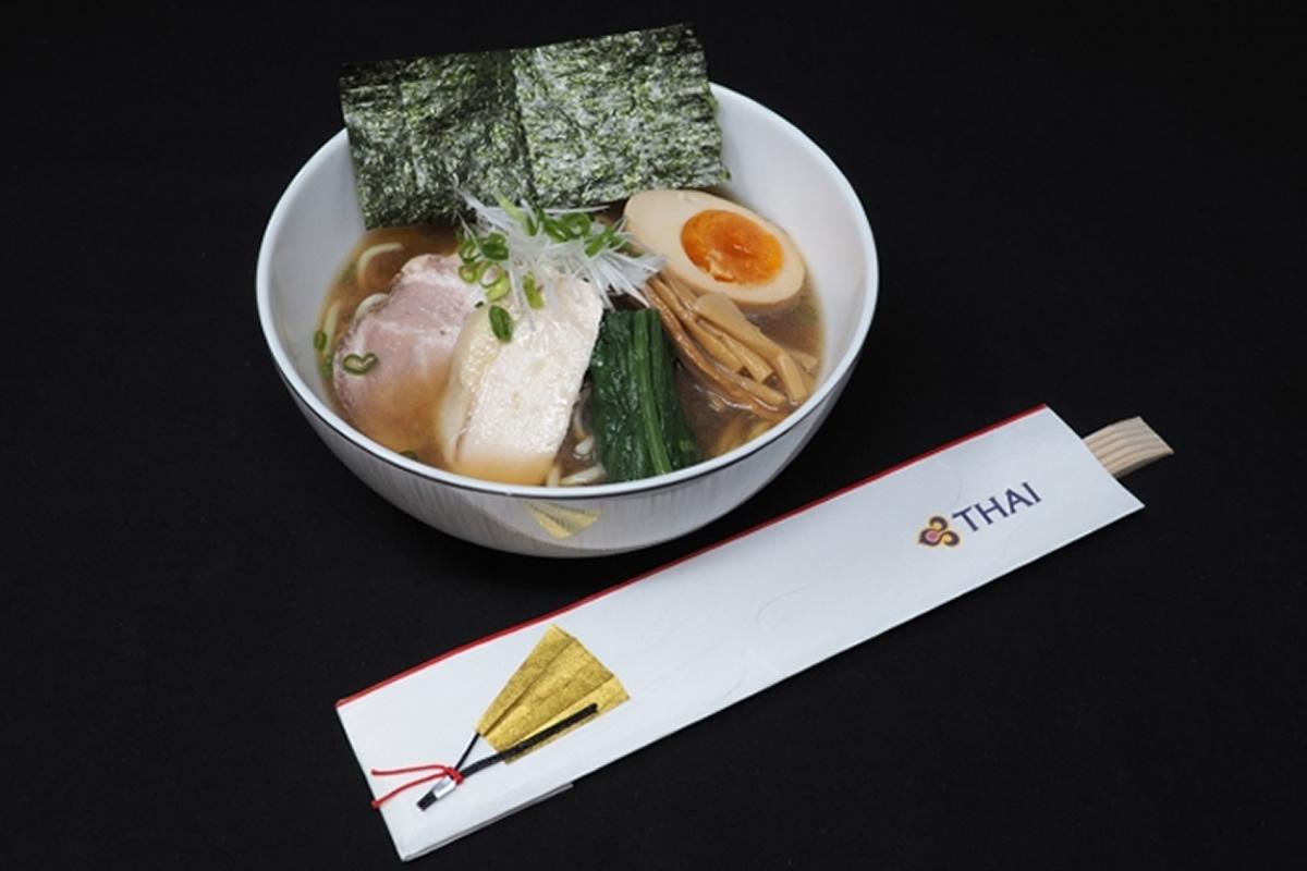 タイ国際航空と麺屋一燈がコラボ、機内食で特製醤油ラーメンと塩ラーメン提供