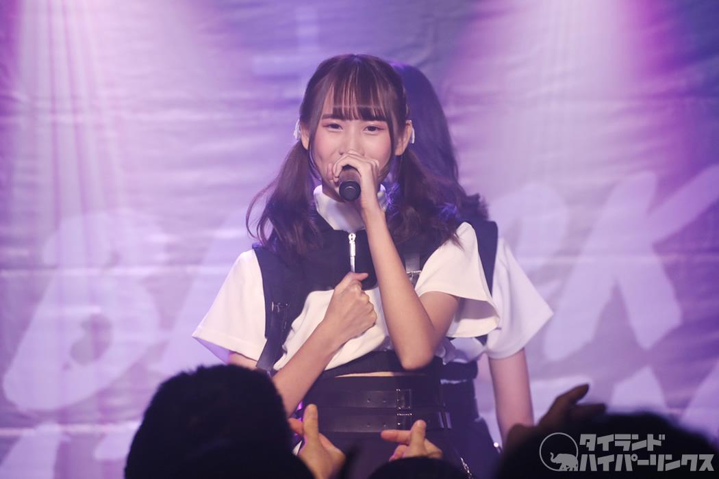 日本大好きタイ人アイドル、タイ旅行中の日本人女子ファッションを完全再現